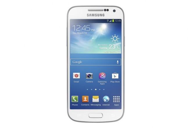 Samsung Galaxy S4 mini: zmenšenina, co skvěle padne do dlaně