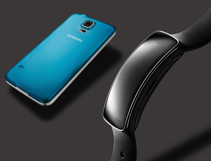 Samsung_Galaxy_Gear_Fit_01