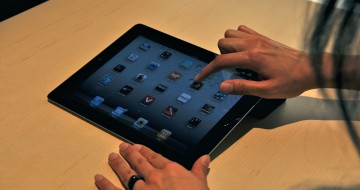 IPad_2_screen_demonstration_at_unveiling