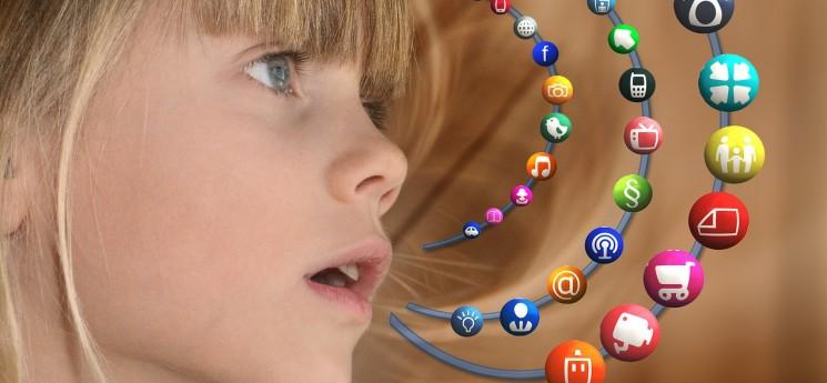 23 % dětí dostane svůj první mobil v předškolním věku. O jejich e-bezpečí se ale rodiče nestarají
