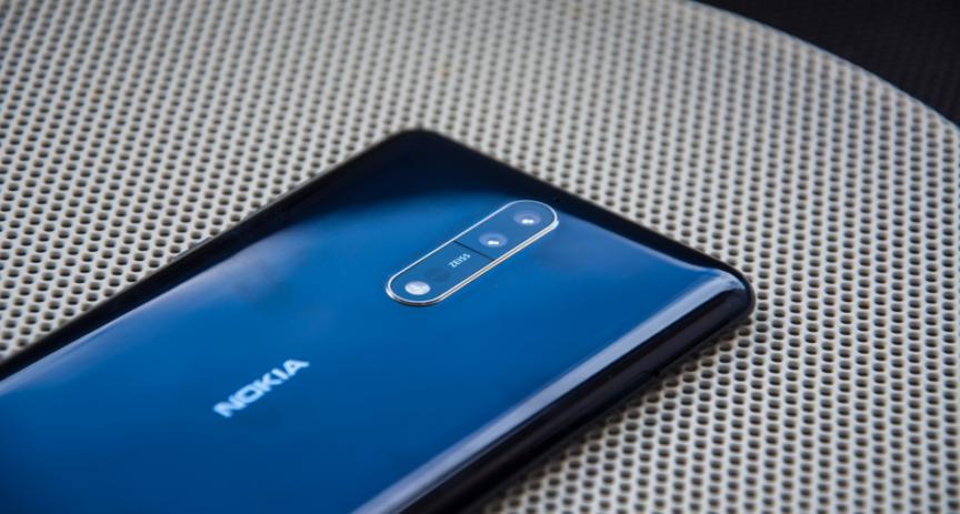 O2 rozjíždí prodej telefonu Nokia 8