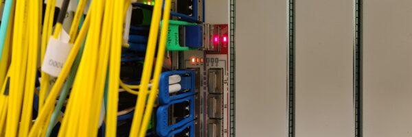 Internetový provoz O2 překročil magickou hranici 1 Tb/s. O2 skokově navyšuje kapacitu přenosové sítě
