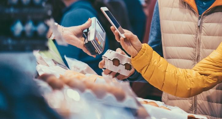 Guru tipy: 5 rad, jak platit mobilem bezpečně